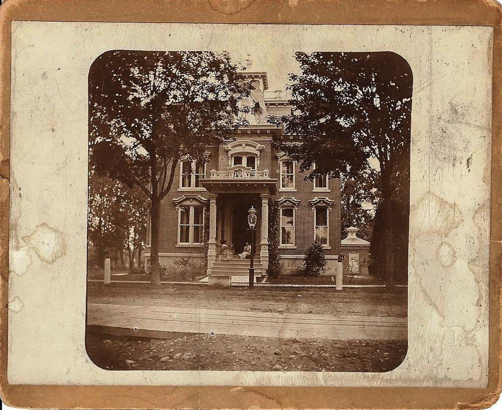 Pratt House 1900 001.jpg