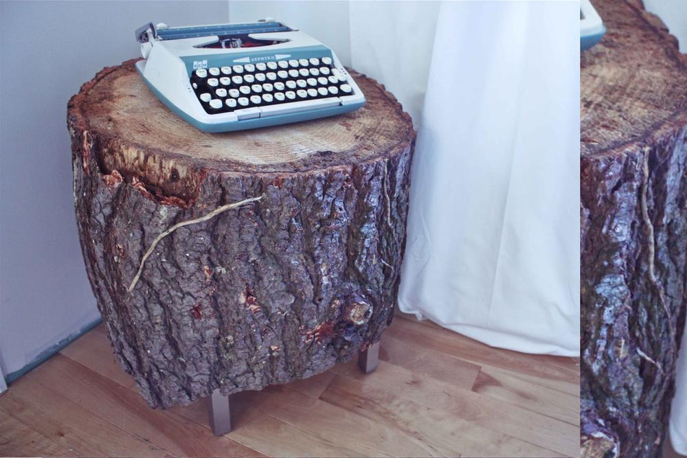 diy tree trunk table treasures travels. Black Bedroom Furniture Sets. Home Design Ideas