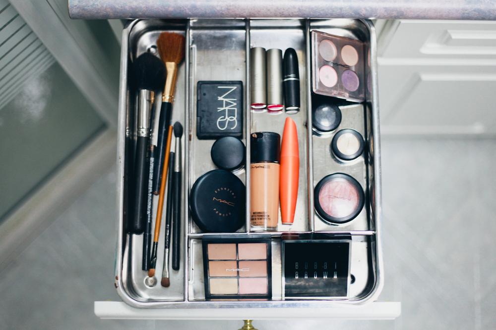 3 Ways to Organize your Bathroom-3.jpg