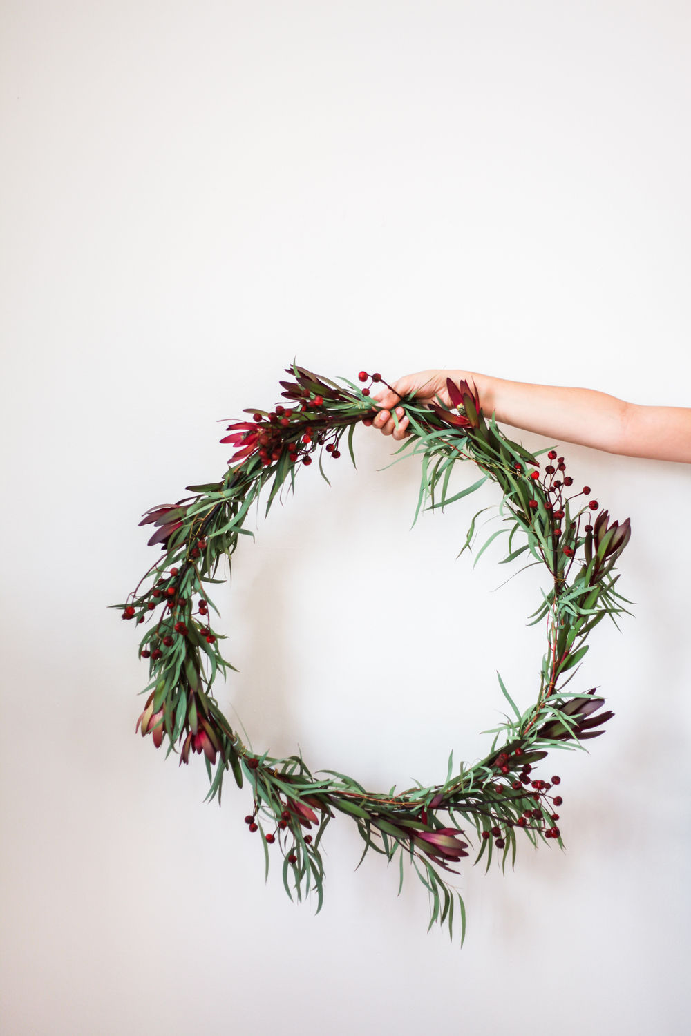 Eucalyptus christmas wreath diy treasures travels Simple christmas wreaths