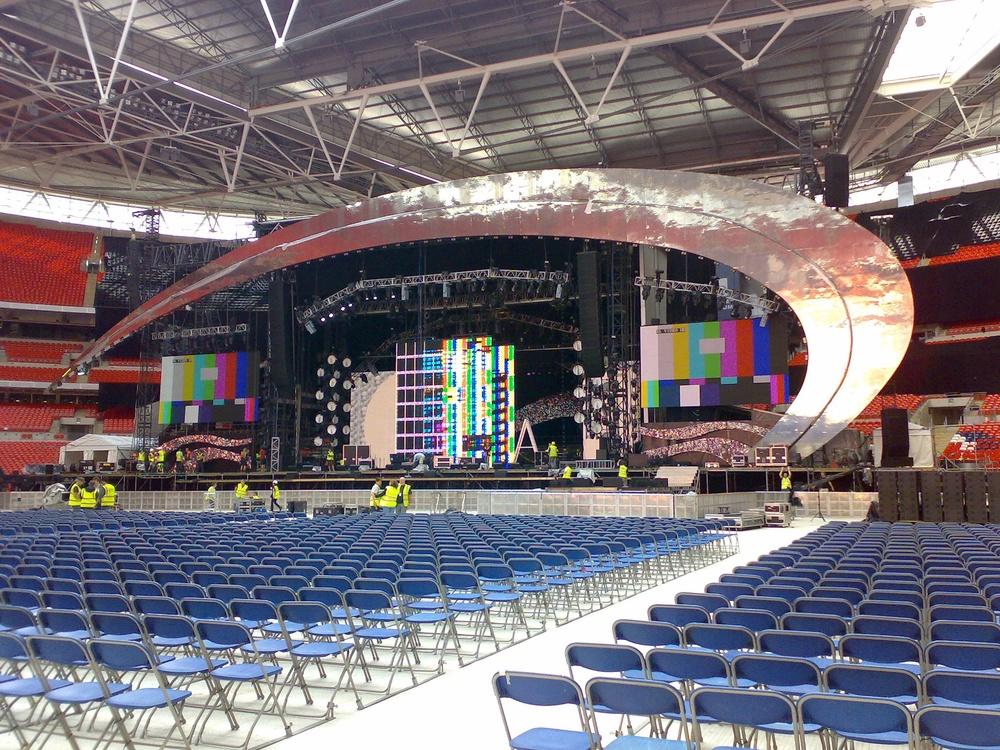 Lovely stage set designed by Peter Bingemann