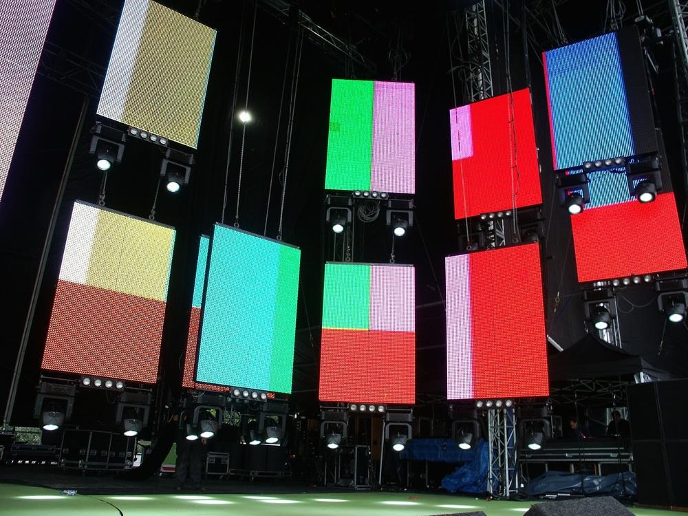 PinP 2002 - imag side screens 04.jpg