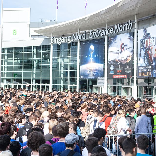 Entertaining these people today . . . . #bigshow #bigevent #gamescom2018 #cologne #omenstage #pubg #crowds #crowd #themasses #gaming #gamers #producer #showcalling #showcaller #showcall #stagemanagement #liveshow #eventproduction #showproducer #showproduction #shoflotv #shoflo