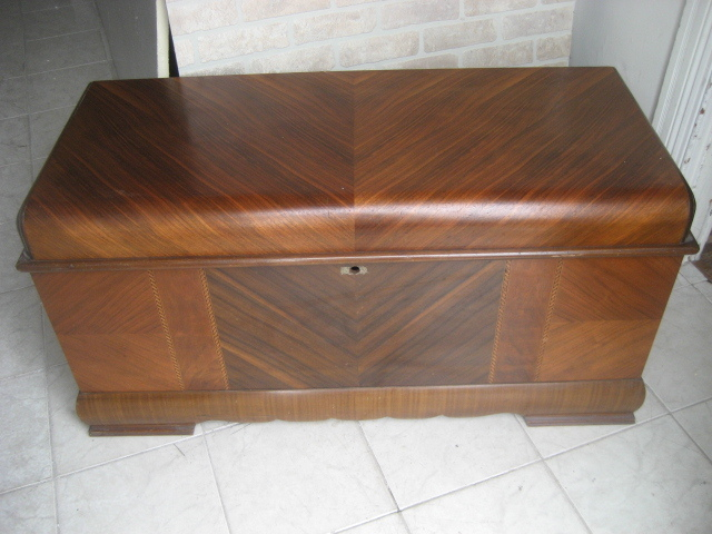 "Deco ""Waterfall"" chest ca.1930 SOLD"