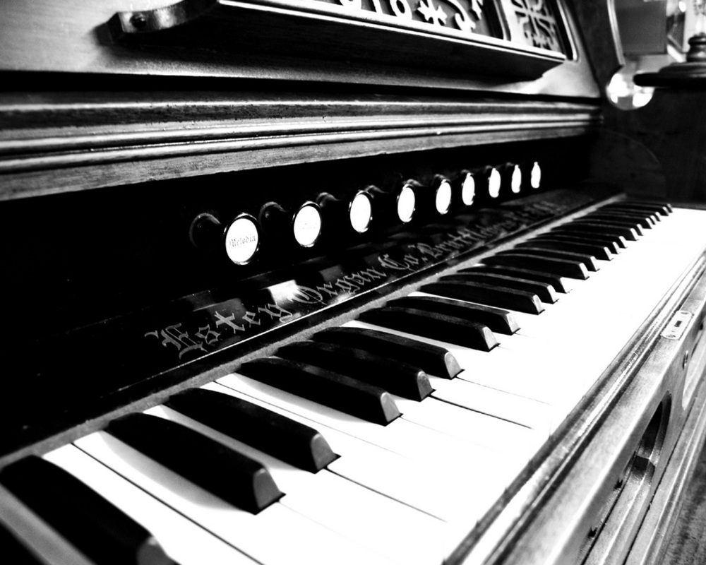 black-white-piano-organ.jpeg