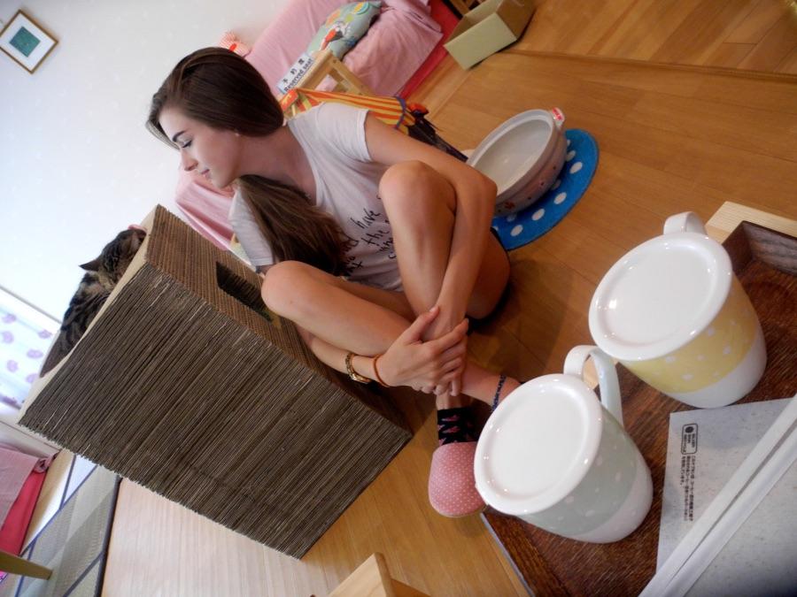 Karis at a Cat Café | Andrea