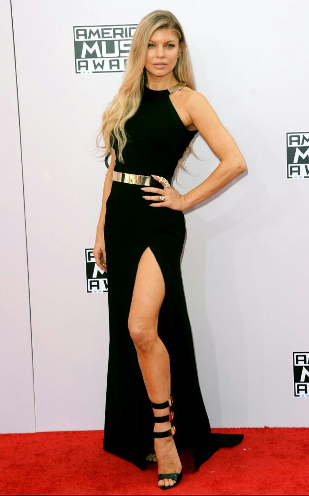 Fergie doing the most at the AMAs. Get it, girl.
