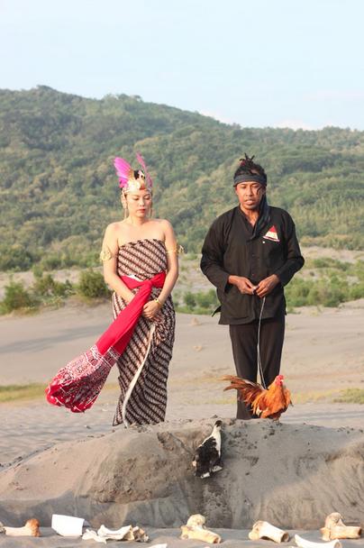 Recalling Universe 'Mannugaling Kawulo Gusti' (2013)