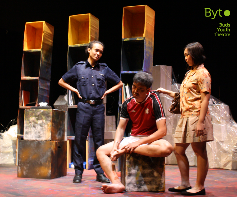 (From left to right): Muhammad Aminuddin as the policeman, Brandon Chiang as the father and Teo Dawn as Ivy.