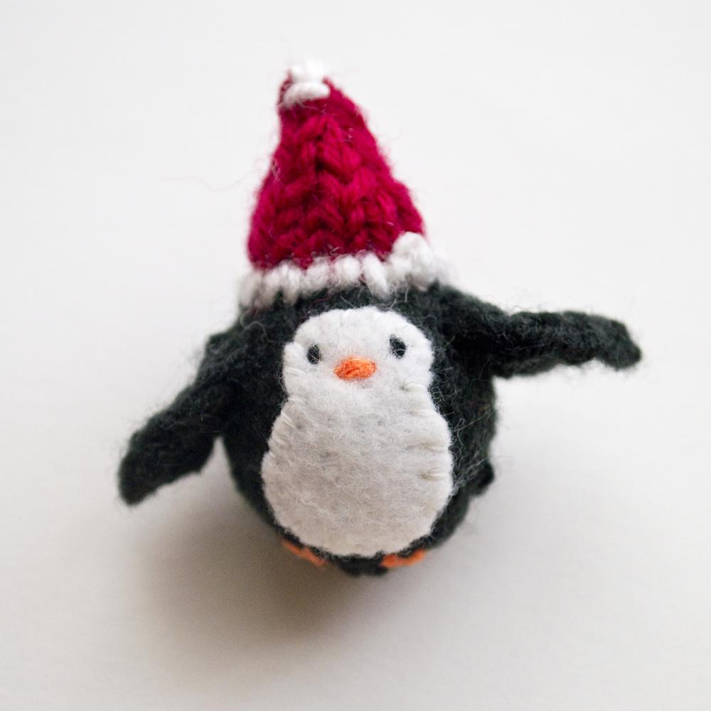 Momshoo - christmas penguin.jpg