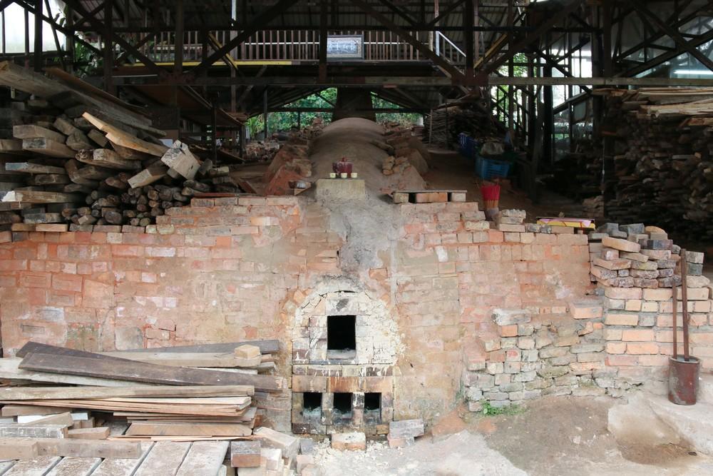 At the foot of the dragon kiln.