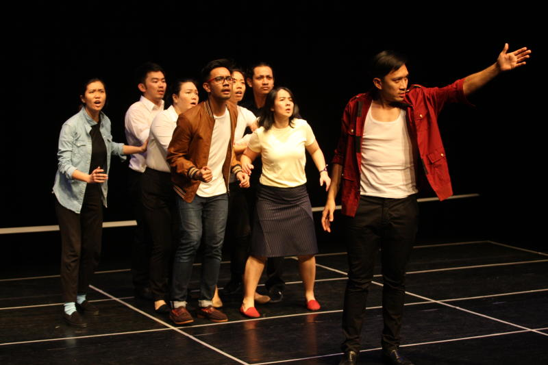 Alfred Loh (front, left) together with the cast of  Pulse,  in   a rehearsal .