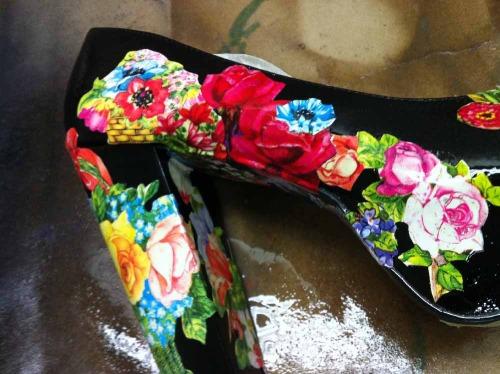 Anna_Lidstrom_DIY_FlowrShoes11.jpg