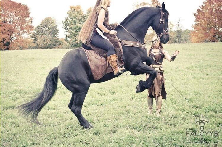 Actress Sinari Diliiza rides Douwe as Sandra cues him for the rear.