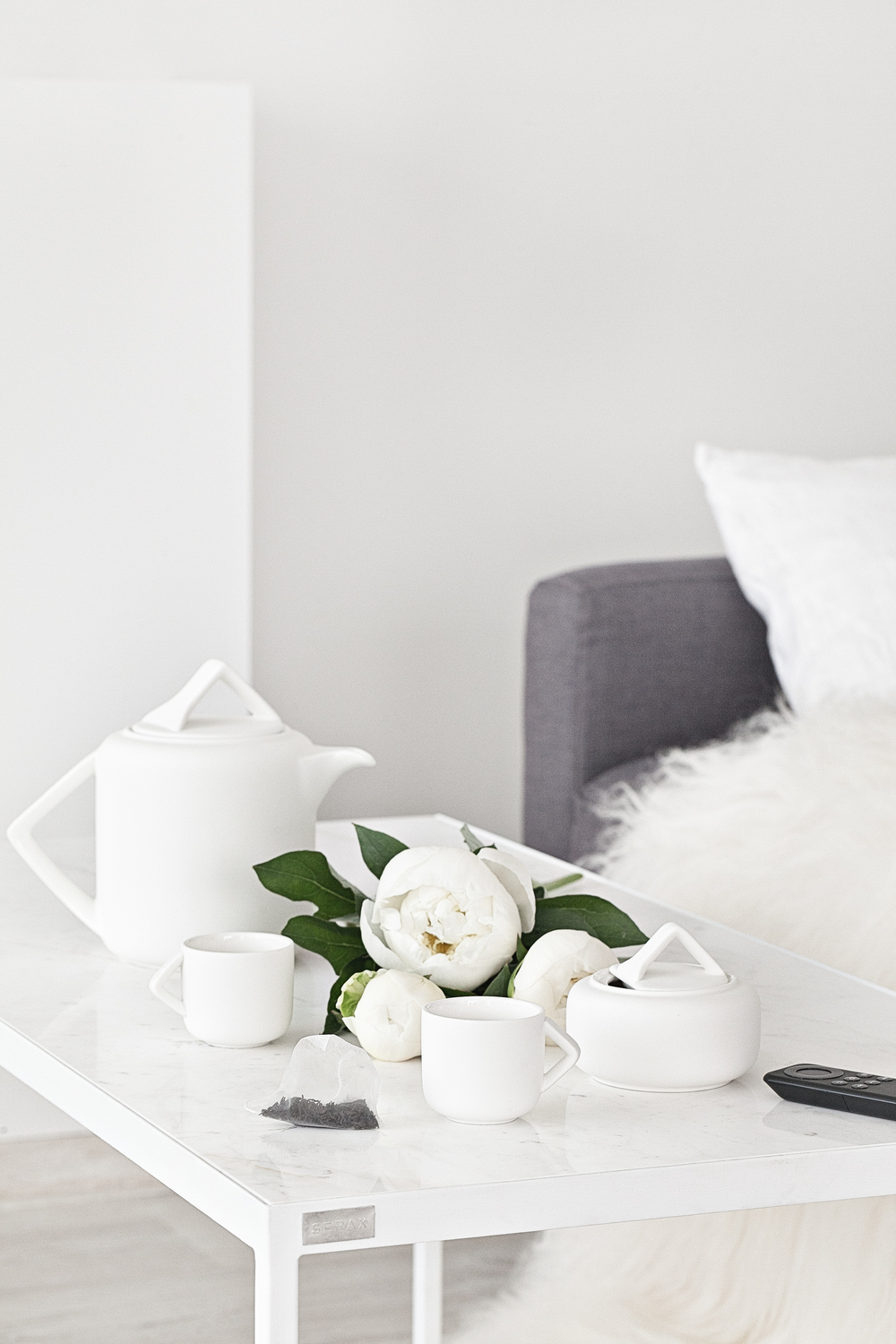 White Marble Table & White Ceramic Tea/Coffee Set from Serax Belgium.