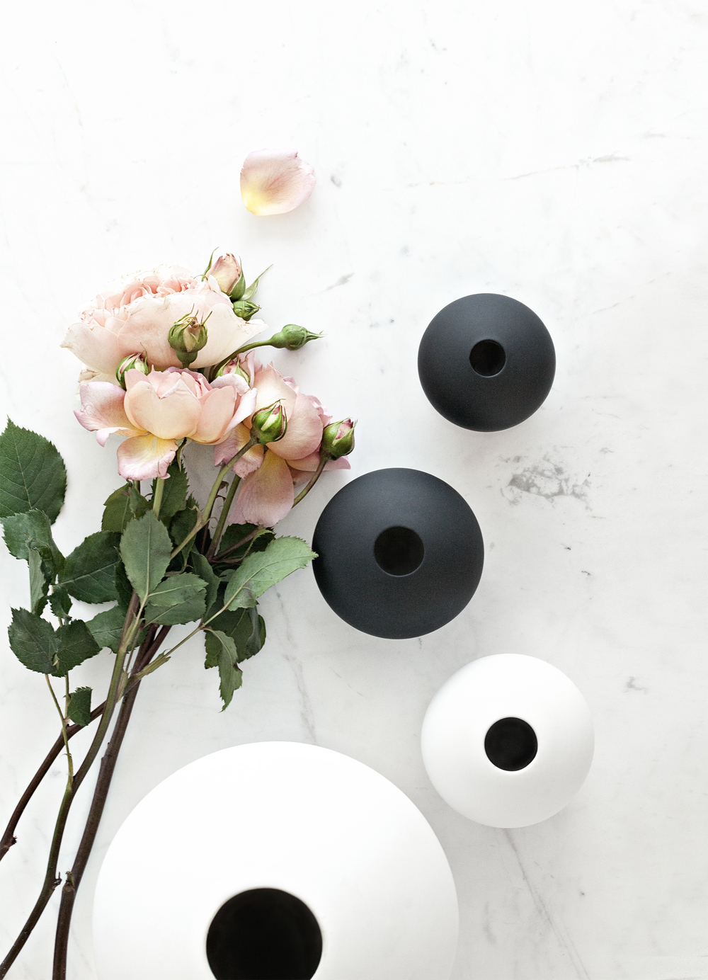 Cooee Design Ceramic Vases in Black and White | Serax Belgium Marble Table