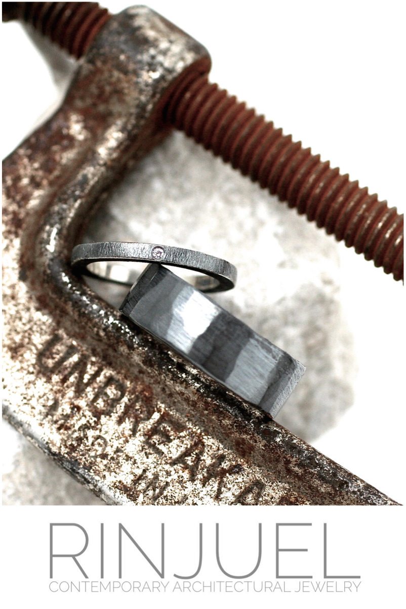 RINJUEL MODERN wedding set in Sterling silver and a solitaire diamond with a dark patina