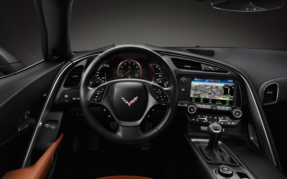 2014-chevrolet-corvette-stingray-cockpit.jpg