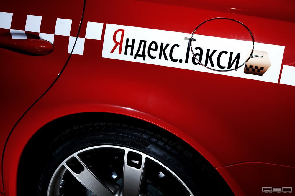 maserati-quattroporte-and-chevy-camaro-taxi-in-moscow-photo-gallery_12.jpg