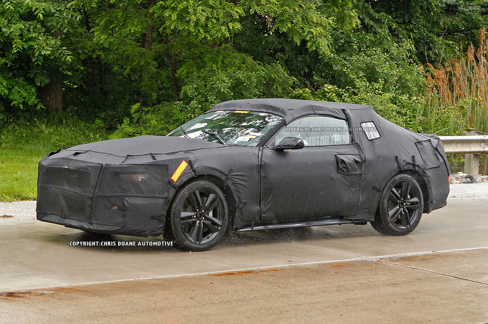 2015-Ford-Mustang-prototype-front-three-quarter-moving.jpg