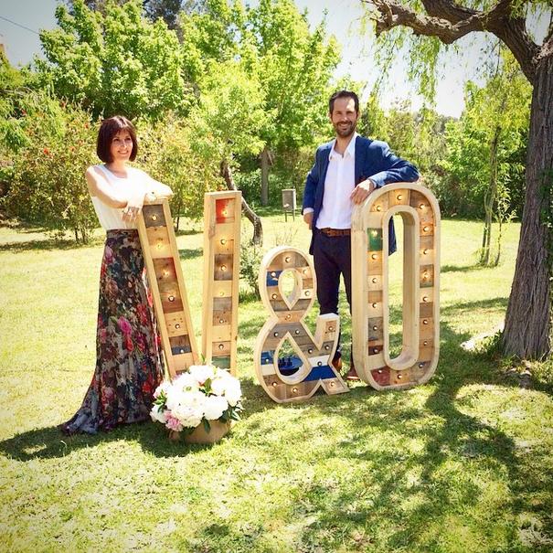 v&o-bodas-letras-bombillas.jpg