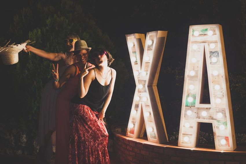 xa-bodas-letras-bombillas02.jpg