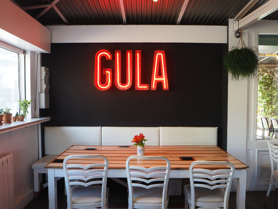 restaurante-gula-neon.jpg