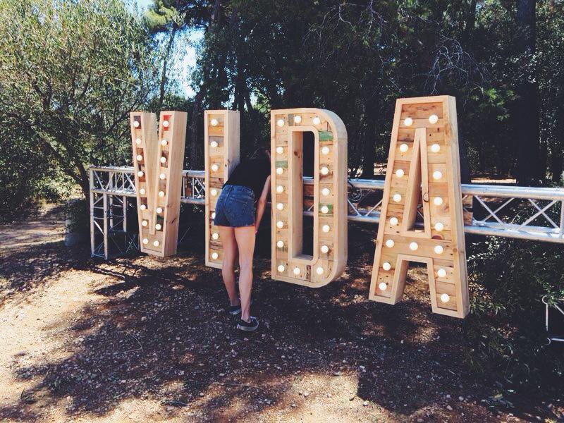VIDA-letras-bombillas.jpg