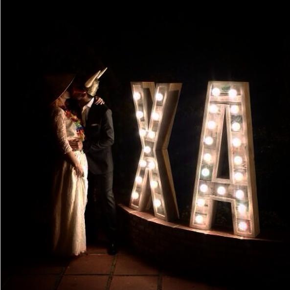 boda-letras-luminosas-27lletres-alquiler-XA.png
