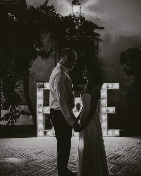 boda-letras-luminosas-27lletres-alquiler-B&E.png