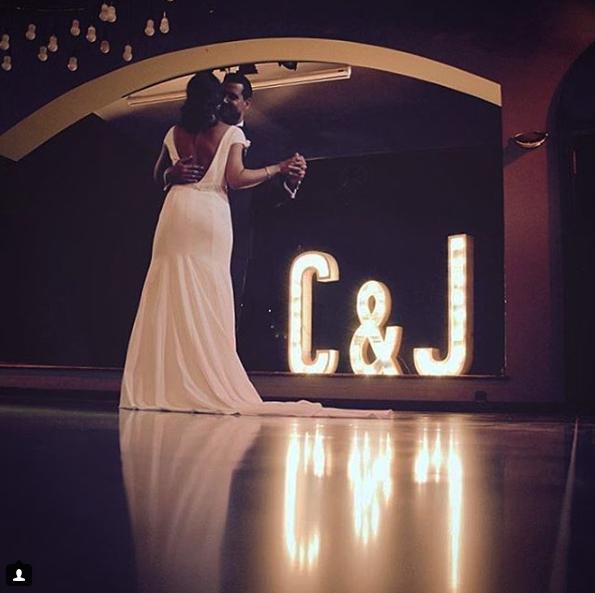 boda-letras-luminosas-27lletres-alquiler-C&J.png