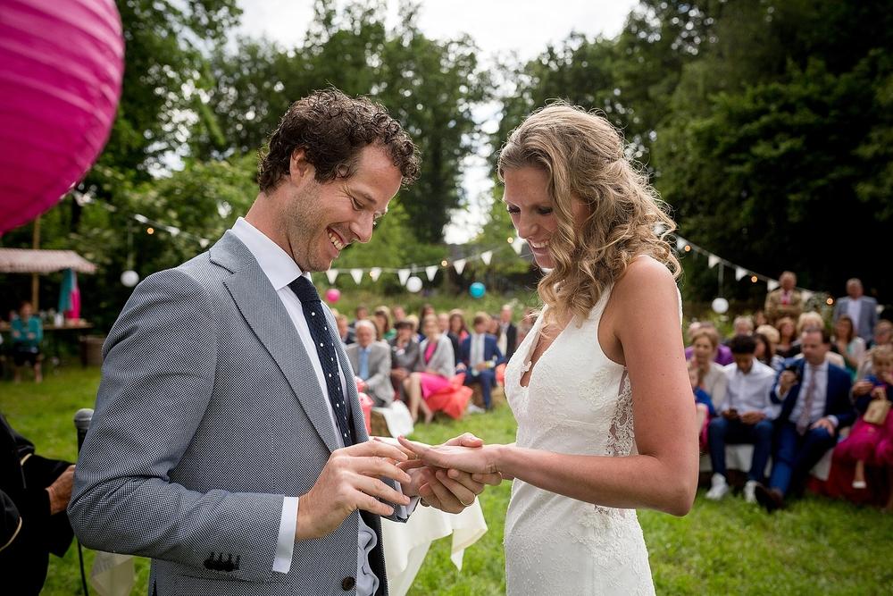 bruidsfotograaf-brabant-trouwen-in-het-bos-festivalbruiloft-vught-haaren_0095.jpg