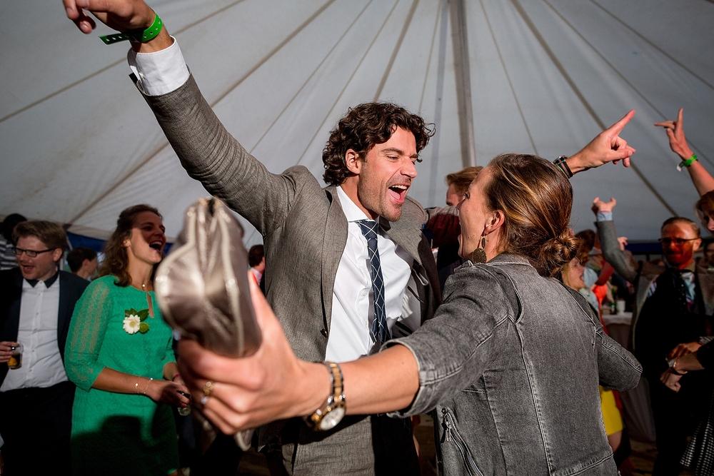 bruidsfotograaf-brabant-trouwen-in-het-bos-festivalbruiloft-vught-haaren_0109.jpg