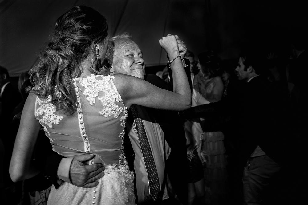bruidsfotograaf-brabant-trouwen-in-het-bos-festivalbruiloft-vught-haaren_0110.jpg