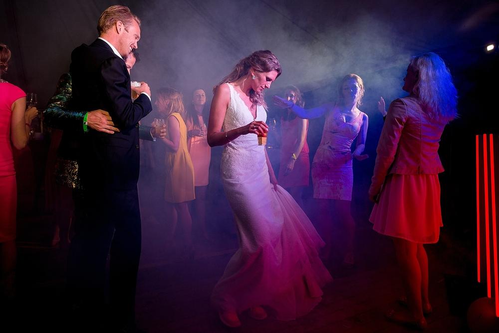 bruidsfotograaf-brabant-trouwen-in-het-bos-festivalbruiloft-vught-haaren_0112.jpg
