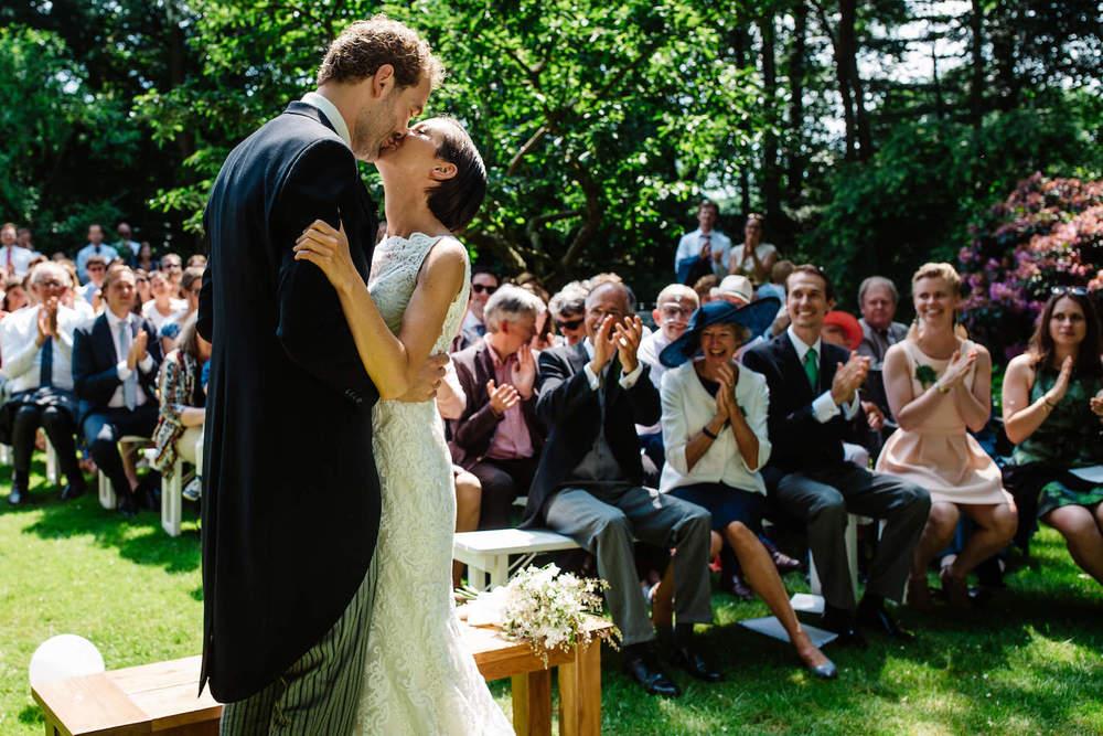 buitenbruiloft-landgoed-pijnenburg-soest-utrecht-bruidsfotograaf-22.jpg