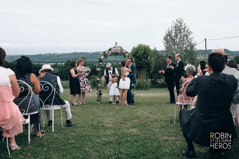 gaelle-xavier-domaine-des-plagnes-lyon-robin-et-les-super-heros-photographe-mariage_275.jpg