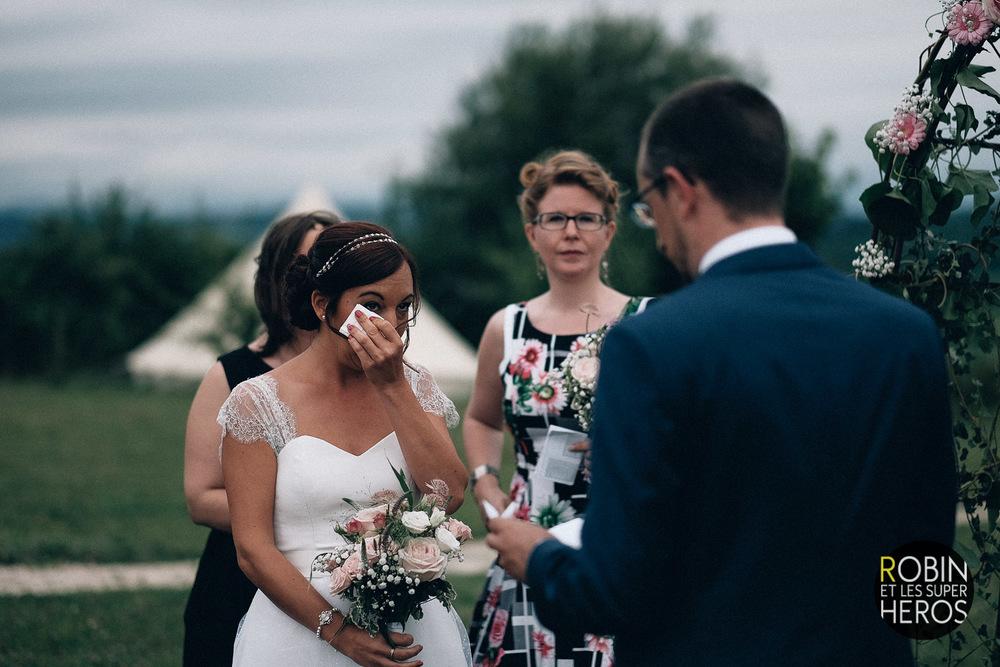 gaelle-xavier-domaine-des-plagnes-lyon-robin-et-les-super-heros-photographe-mariage_255.jpg