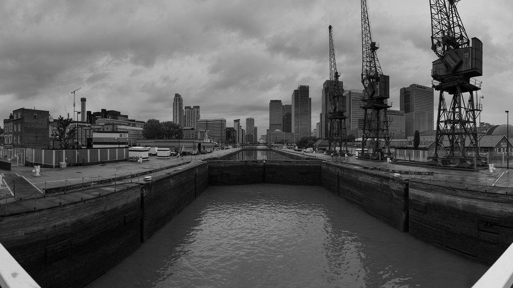 "Linear View -Canary Wharf from Blue Bridge 51°30'04.5""N 0°00'31.6""W FOV120°"