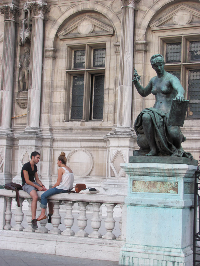 """Have an intimate """"têteà tête"""" with your love. Don't mind the statues, they are very discrete..."""