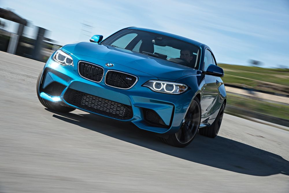 2016-bmw-m2-front-three-quarter-in-motion-02.jpg