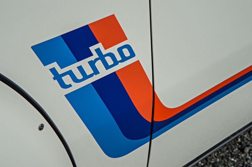 bmw-2002-turbo-exterior-details.jpg