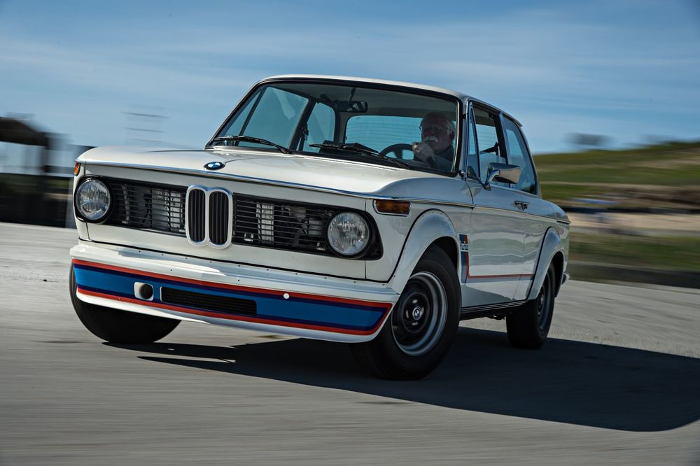 bmw-2002-turbo-front-three-quarter-in-motion-02.jpg