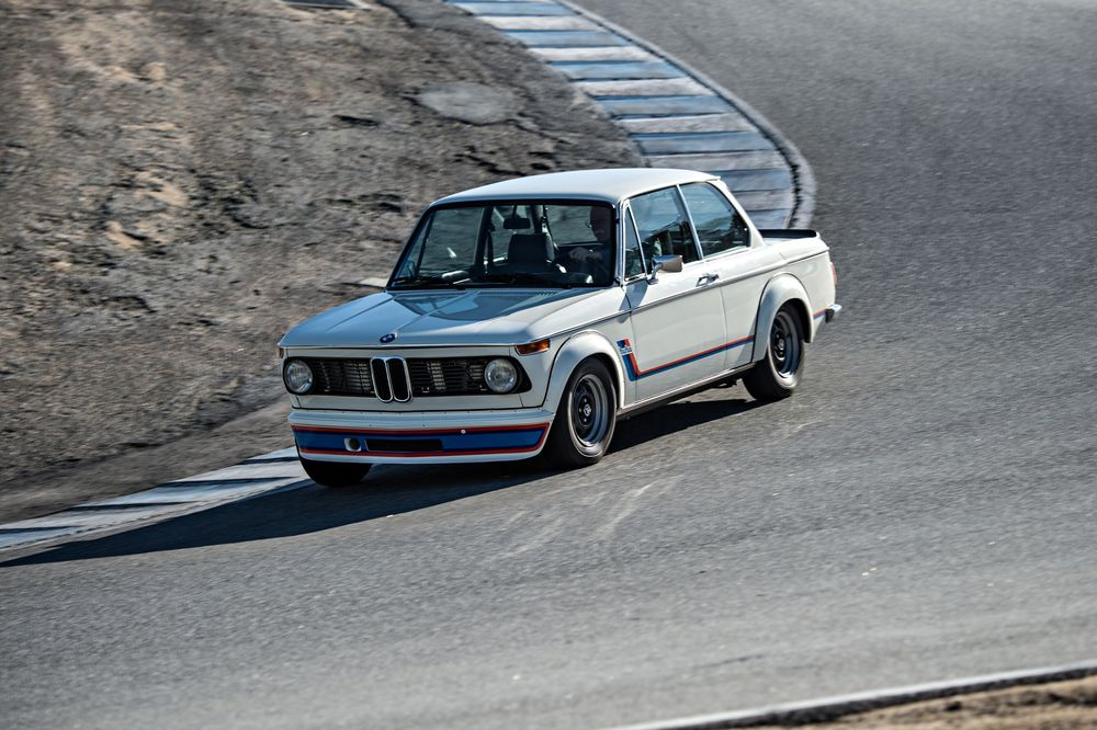 bmw-2002-turbo-front-three-quarter-in-motion-03.jpg