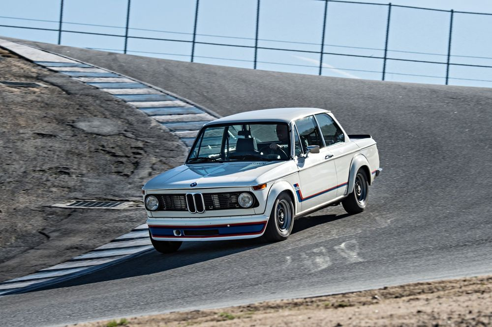 bmw-2002-turbo-front-three-quarter-in-motion-05.jpg