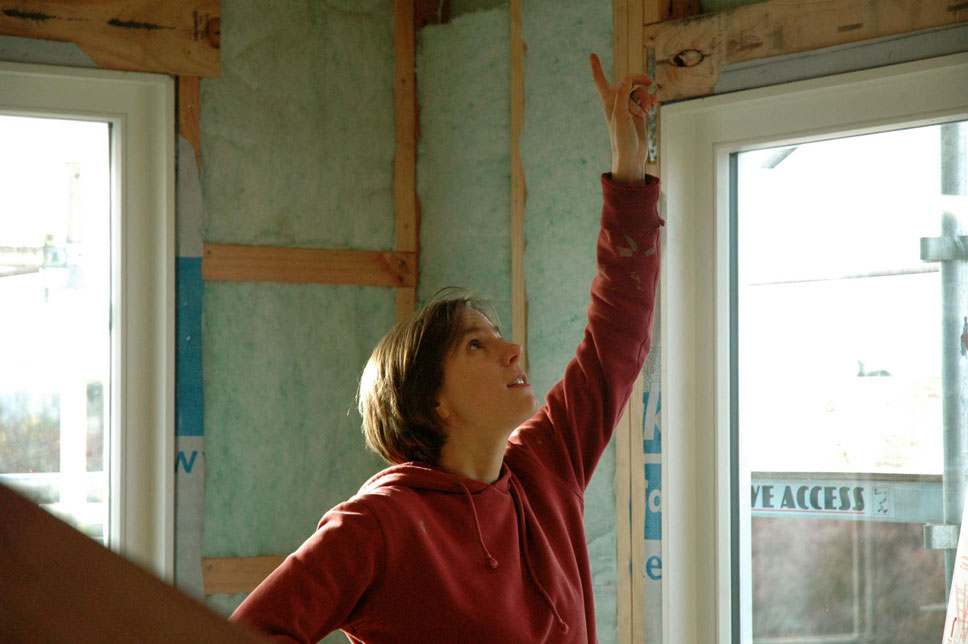 Jo in charge. It's important to install insulation correctly. Small gaps can reduce performance significantly.