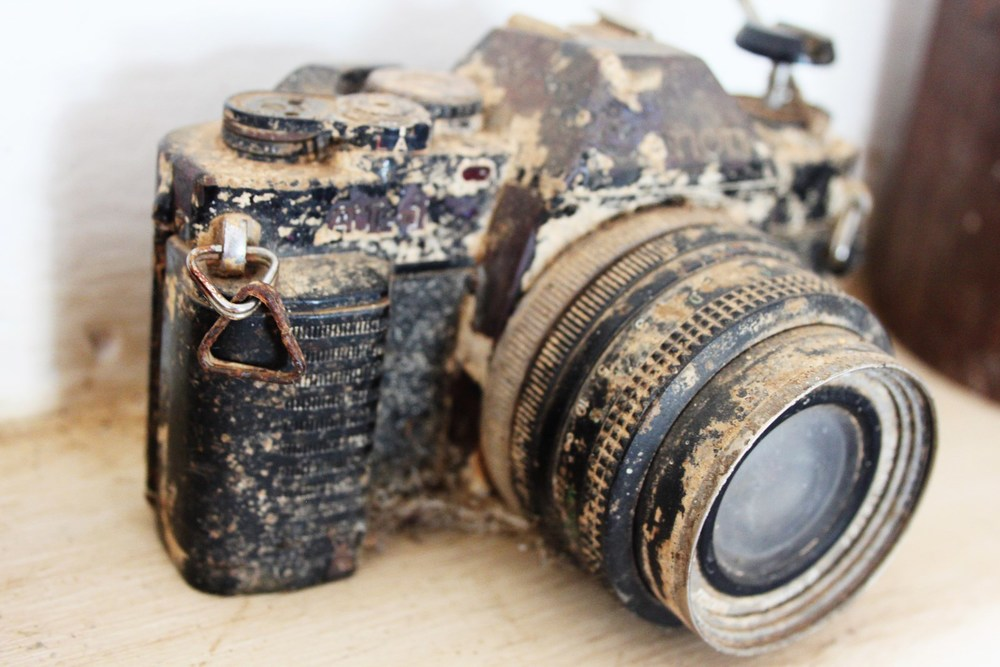 an old canon camera discovered at the bottom of the bay