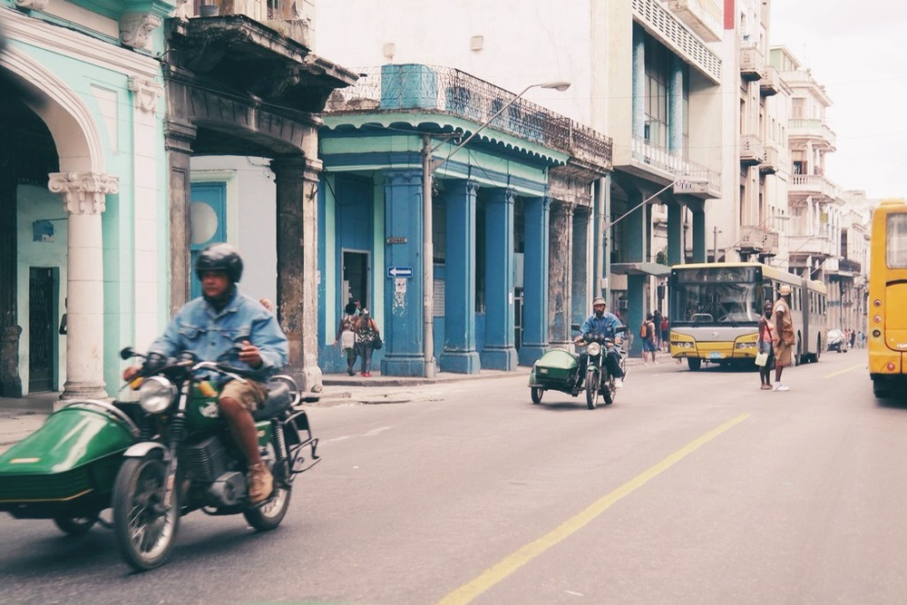 morning traffic in Central Havana