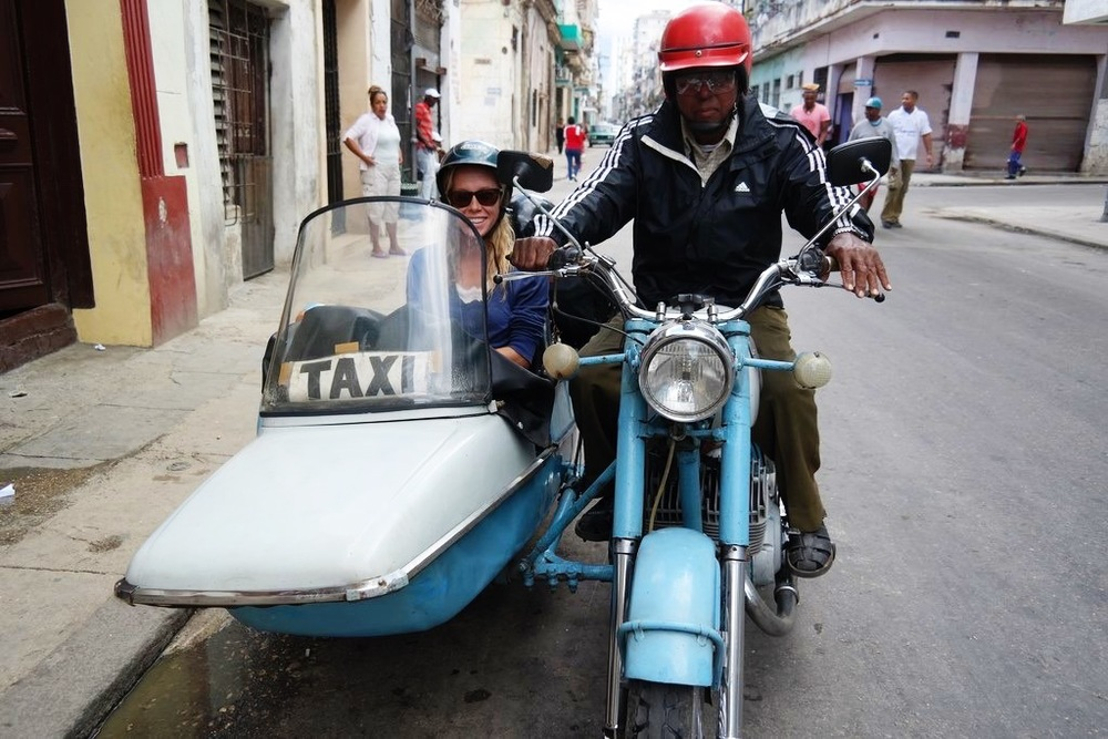 being photographed is a serious business in Havana