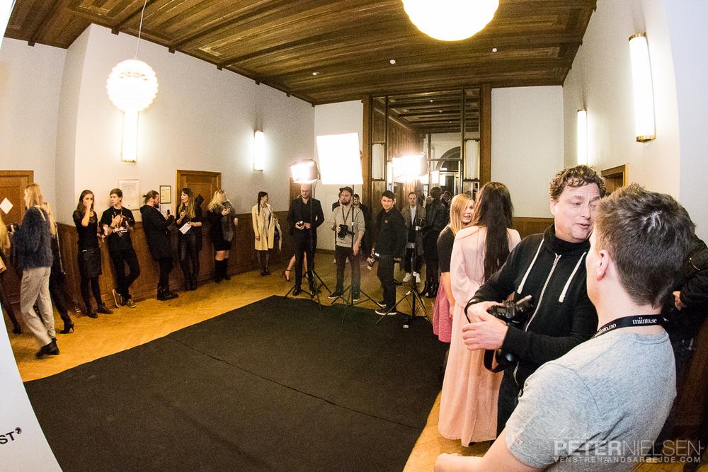 Fotograferne klar ved indgangen